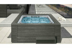 riviera pool whirlpools bei spadeluxe. Black Bedroom Furniture Sets. Home Design Ideas