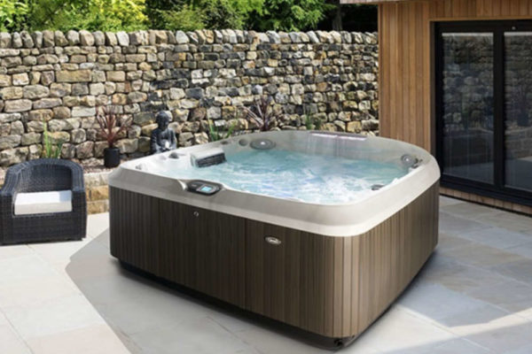 jacuzzi preise wie teuer ist ein jacuzzi outdoor whirlpool. Black Bedroom Furniture Sets. Home Design Ideas