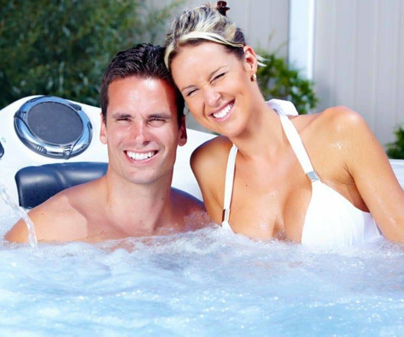 Whirlpool outdoor 2 Personen - Paar im Whirlpool