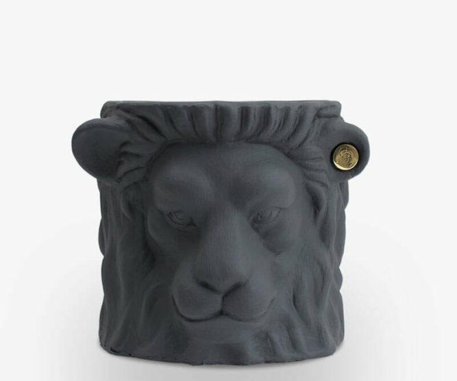 Garden-Glory-Lion-Pot-SMALL---Grey-spadeluxe-1