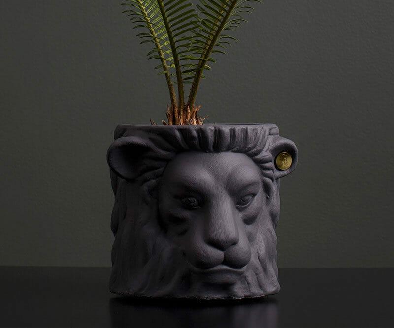 Garden-Glory-Lion-Pot-SMALL---Grey-spadeluxe-2